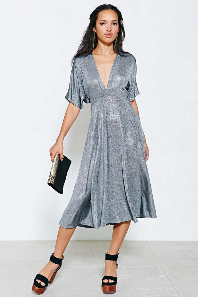 fashion-2014-12-12-urban-outfitters-metallic-silver-kimono-dress-main